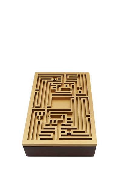 صندوق بتصميم عبارة قرآن كريم