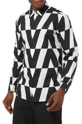 قميص قطن بنقشة ماكرو أوبتيكال لشعار الماركة