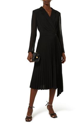 فستان بأكمام طويلة