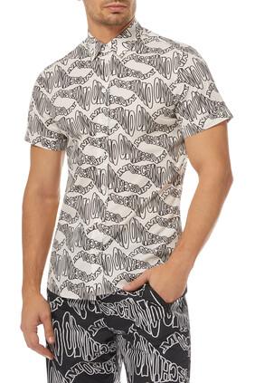 قميص بوبلين بنقشة غير متماثلة لشعار الماركة