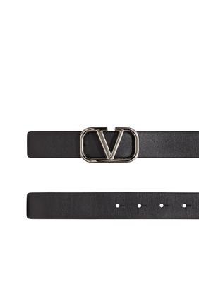 حزام فالنتينو غارافاني جلد بشعار حرف V