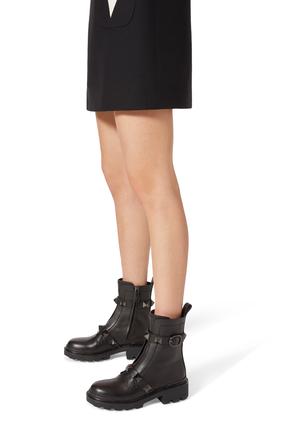 حذاء بوت فالنتينو غارافاني رومان مرصع بحلي هرمية
