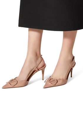 حذاء كلاسيك بسير خلفي وشعار الماركة