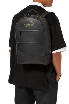 حقيبة ظهر جلد بطبعة عقرب