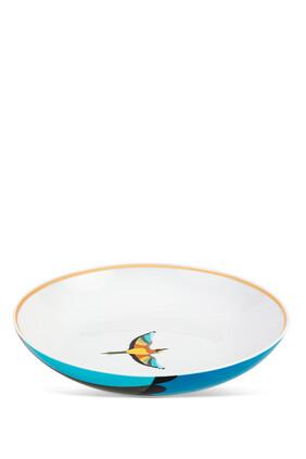 طبق شوربة مزين بطائر البلبل