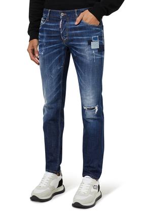 بنطال جينز بقصة ضيقة ولون أزرق متوسط