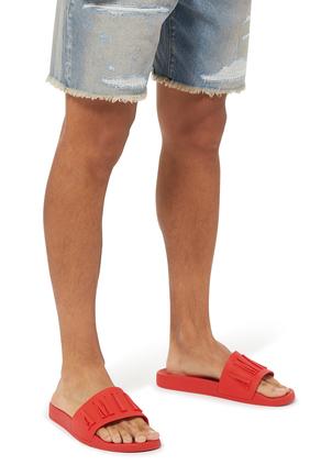 حذاء مفتوح بشعار الماركة