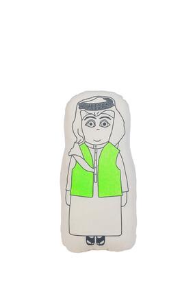 وسادة مخملية بتصميم صبي كويتي يرتدي بشت
