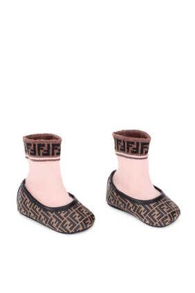 حذاء باليرينا وجورب مزينان بشعار الماركة