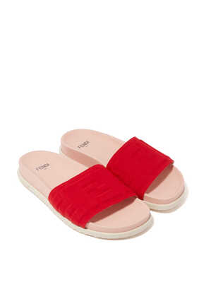 حذاء مفتوح محفور بشعار الماركة