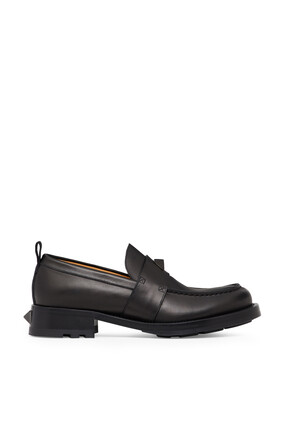 حذاء فالنتينو غارافاني رومان مزين بحلي هرمية