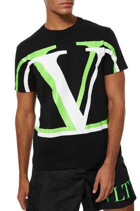 تي شيرت بطبعة شعار V بتصميم ظل