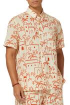 قميص آدم مزين بنقشة