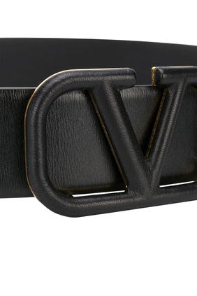 حزام جلد بشعار حرف V